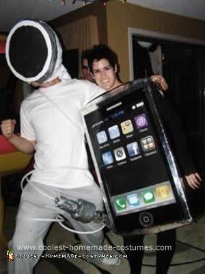 Homemade iPhone and Headphone Couple Costume