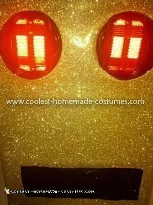Coolest LMFAO Golden Robot Costume - Box head face close up