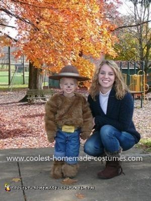 Coolest Smokey the Bear Costume (with his proud mama)