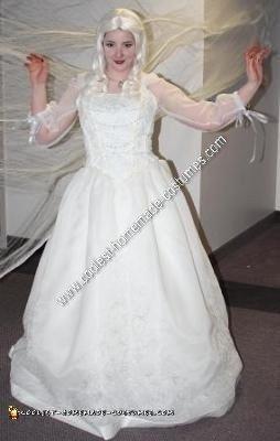 HOmemade White Queen from Tim Burton's Alice in Wonderland Costume Idea