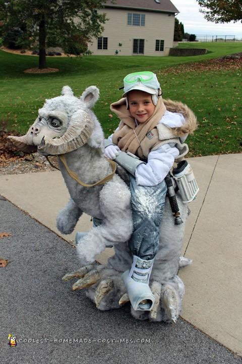 Coolest Star Wars Halloween Costume Ever! Luke Skywalker Riding on Tauntaun